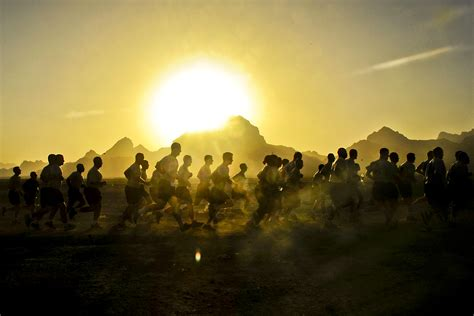 sunrise run  army soldiers participate