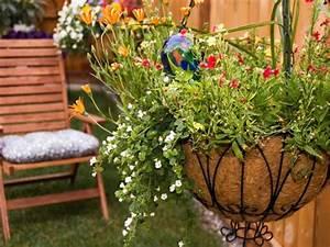 how to plant hanging baskets hgtv With idee deco jardin terrasse 3 idee deco entree peinture