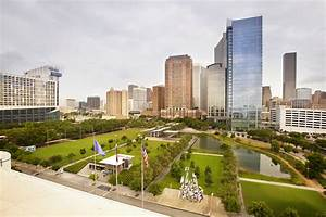 Chip in at Chipotle for Discovery Green
