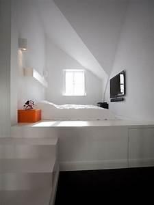 Bett Unterm Fenster : podest schlafzimmer ~ Frokenaadalensverden.com Haus und Dekorationen