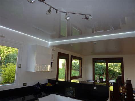 eclairage plafond cuisine led plafond de cuisine avec toile tendue blanche brillante et éclairage led blanc toile et plafond