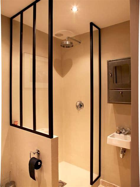 une verri 232 re pour un int 233 rieur ouvert et lumineux toilettes des portes en verre et eau