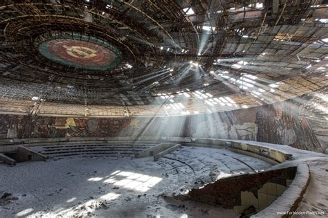 extraordinary pictures  abandoned buildings