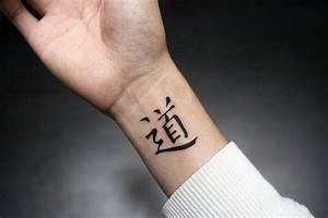 Tatouage Simple Homme : 10 id es de tatouage au poignet ~ Melissatoandfro.com Idées de Décoration
