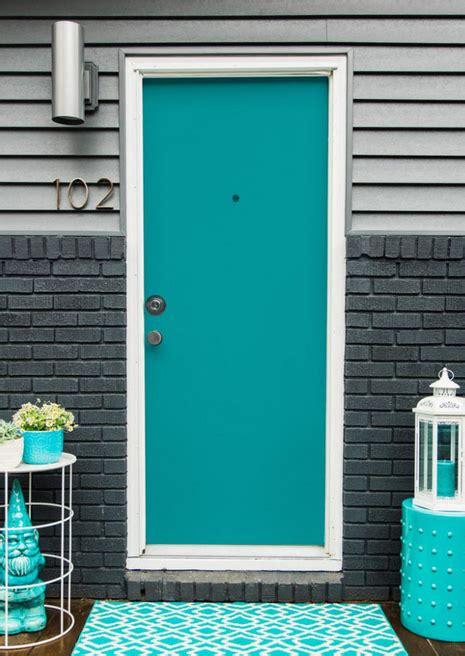 desain pintu rumah klasik warna biru tosca