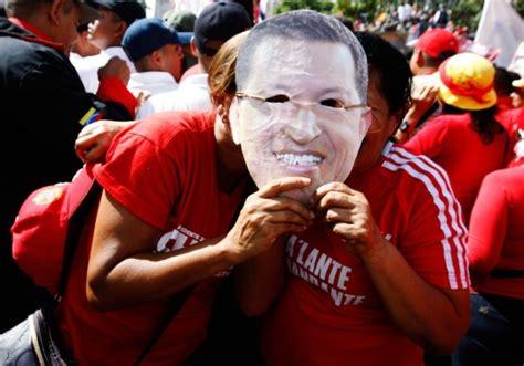 Pueblo Se Moviliza A Miraflores En Apoyo A Chávez Y En