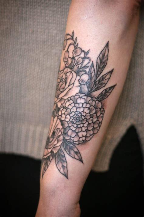 frauen unterarm blumen auf dem unterarm ohne dichte f 252 llung tattoos frauen