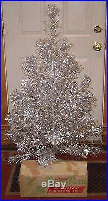 vintage aliminum 4 foot christmas trees vintage aluminum sparkler pom pom tree 4 ft 40 branches box complete