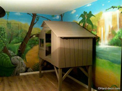 cabane de chambre lit cabane avec décoration jungle deco