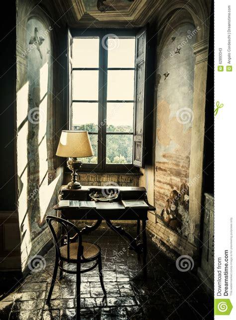 Schreibtisch Vor Fenster by Antiker Schreibtisch Archivbilder Abgabe Des