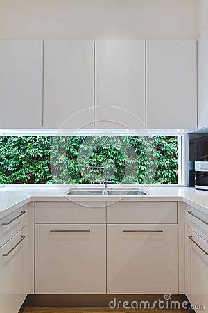 fenetre bandeau cuisine 1000 idées à propos de fenêtre d 39 évier de cuisine sur