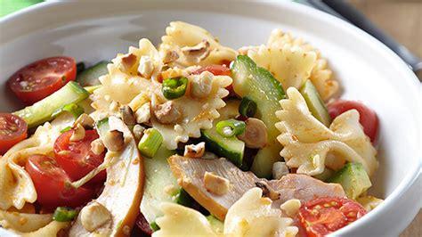 idee salade de pates froide salade de p 226 tes froides au filet de poulet fum 233