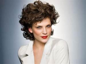 Cheveux Court Bouclé Femme : coupe de cheveux boule salon making of ~ Louise-bijoux.com Idées de Décoration