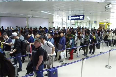 WATCH: Absent immigration officers cause long lines in ...