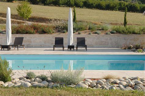 tour de piscine conception paysagere tour de piscine plages de piscine cascade jardin mineral espace detente