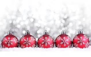red christmas ornaments with snowflakes wallpaper 38870