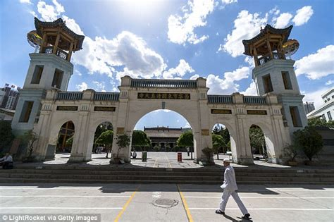 China removes loudspeakers from hundreds of mosques ...