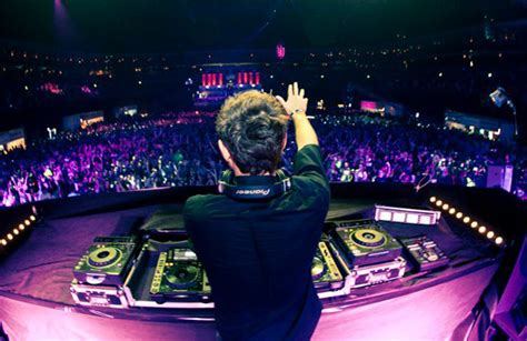 The Top 10 Djs You Need To Listen To Now