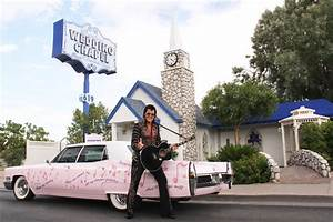 Elvis is in the chapel getting married in vegas with the for Elvis wedding chapel las vegas
