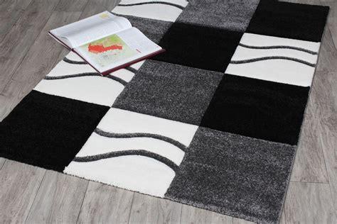 tapis noir blanc