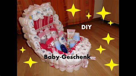 windelnwagen baby geschenk kinderwagen aus windeln