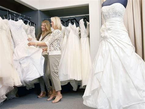 Should You Invite Your Mother-in-law Wedding Dress Shopping?