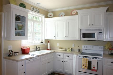 cost to have cabinets painted how much does it cost to paint the kitchen cabinets