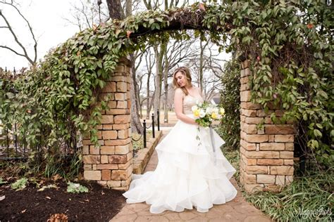 grapevine botanical gardens wedding bridal portraits at
