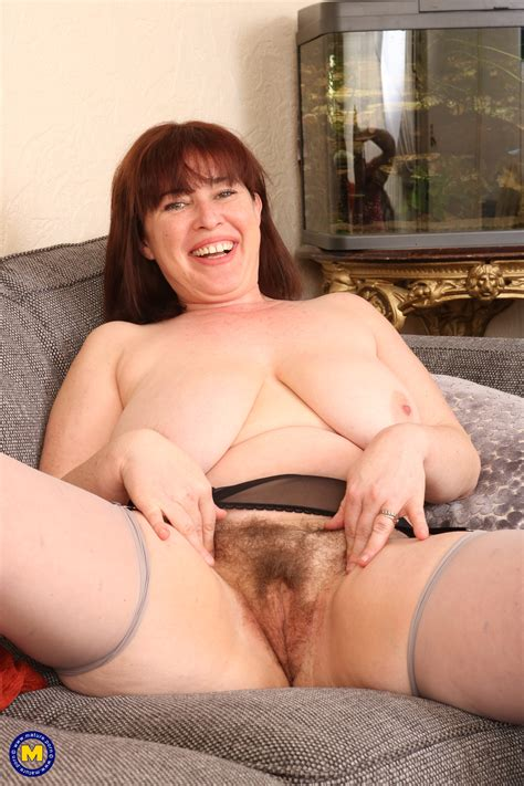 British Housewife Janey Playing With Her Hairy Pussy