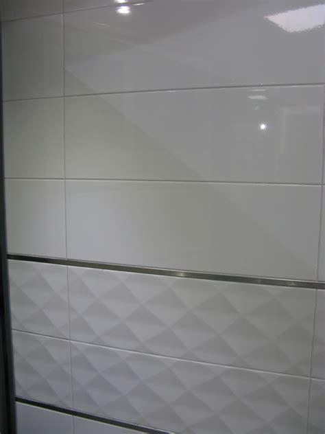 coloris peinture cuisine carrelage mural 20x60 akrom blanc brillant ou mat saloni