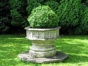 Wonderful and very large Composite Stone Planter - Urns