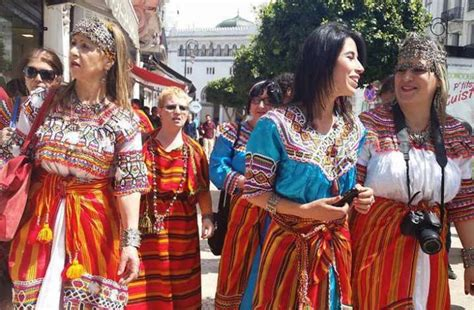 cuisine kabyle en la robe kabyle défile à alger en avril intymag