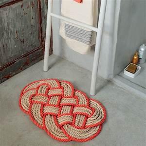 Tapis En Corde : un tapis de bain tress en corde bicolore marie claire ~ Teatrodelosmanantiales.com Idées de Décoration