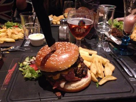 pub au bureau au bureau colossal burger photo de pub brasserie au