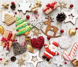 galletas de navidad de jengibre y miel de colores foto