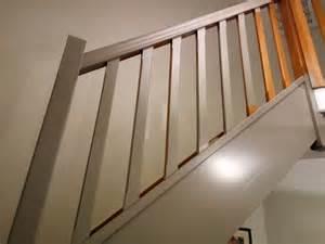 Peindre Un Escalier Deja Vernis by Comment Repeindre Facilement Un Escalier En Bois