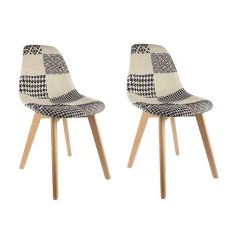 lot table et chaise pas cher lot de 2 chaises pas cher au design scandinave patchwork noir et blanc