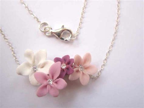pate fimo fleur collier en pate fimo avec quatre petites fleurs roses cr 233 ations bijoux en fimo de a fleur de