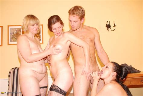 Three Mature Party Wives Share One Hard Cock Pichunter