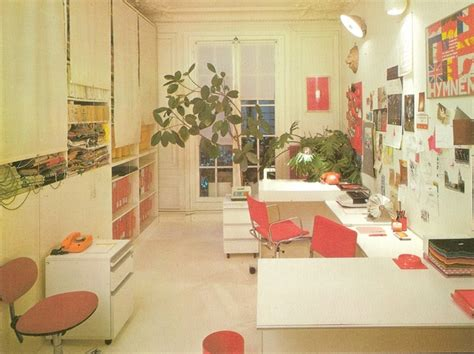 Home Decor 80s : Red Decor In The '80s Office