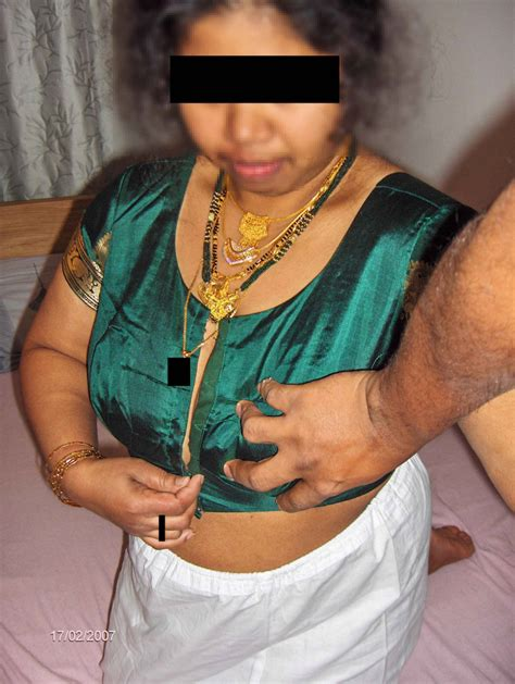 Indian Wife Hike Tight Petticoat And Blouse Photo Gallery