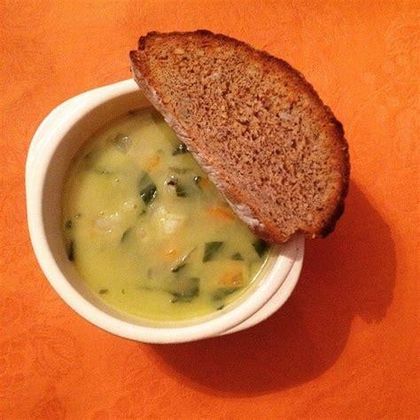 cuisine et saveur soupe paysanne aux saveurs de basilic et de poivre