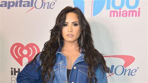 Demi Lovato Trägt Einen Albtraum Aus Jeans
