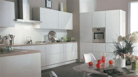 cuisine grise plan de travail blanc photos cuisine blanche grise