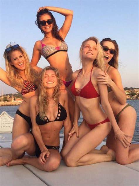 Sexy Selfie-Star: Nina Dobrev | Die heißesten Selfies 2015
