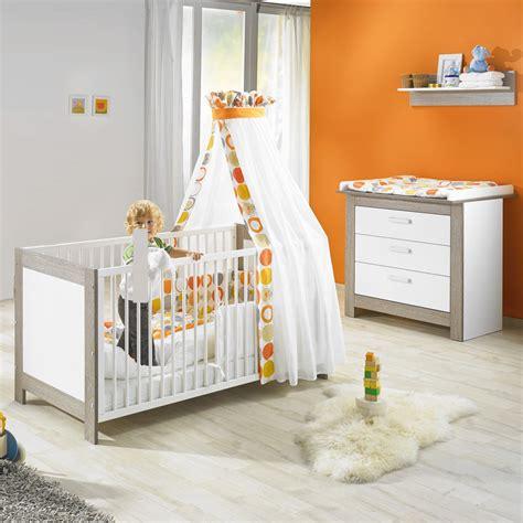 chambre bébé lit commode chambre bébé duo marléne lit et commode cérusé blanc de