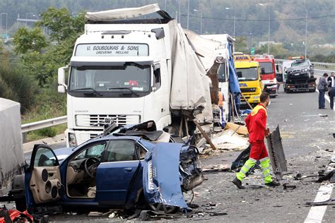 How a Semi-Truck Accident and Car Accident Differ - Sand ...
