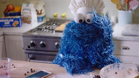 cookies on phone muppet stuff cookie asks quot hey siri quot in new iphone ad