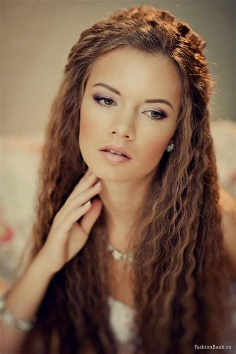 crimped hairstyles   prevailing trend  runways