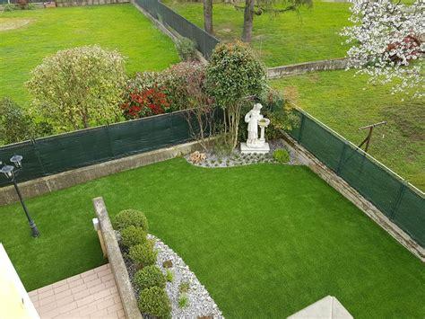 foto con giardino giardino con prato sintetico in villa studio green